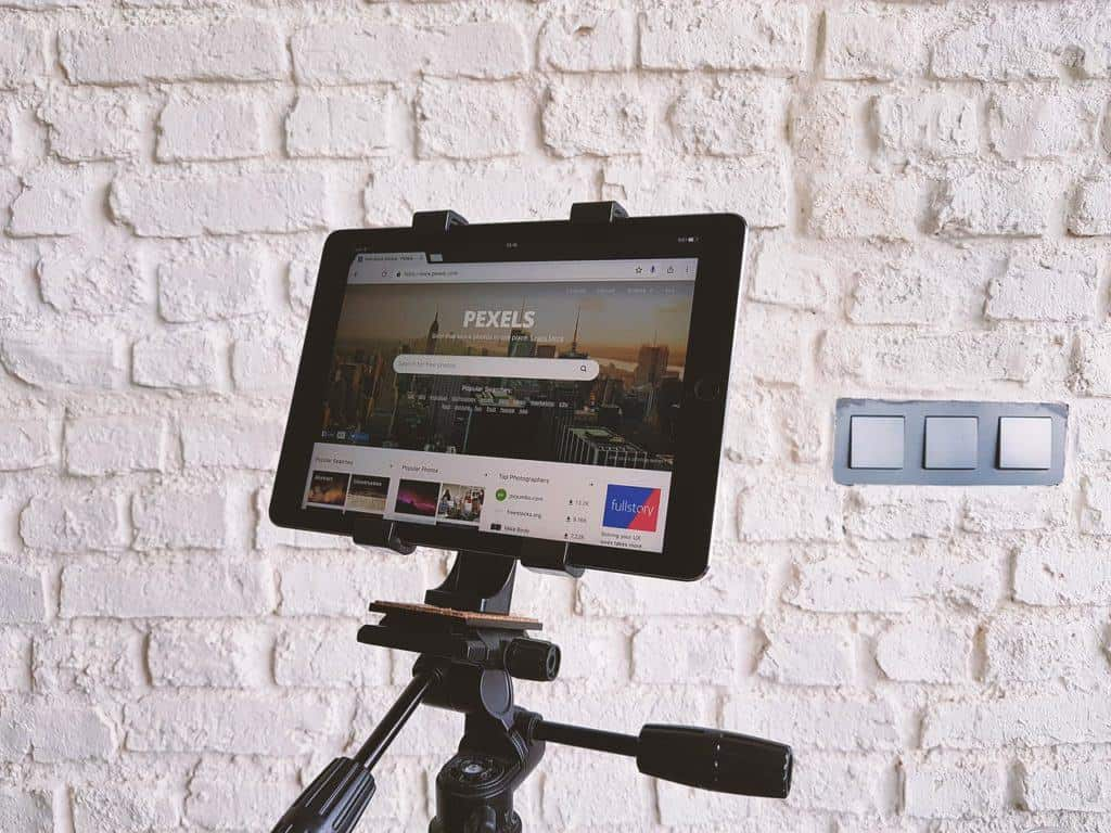 Ultimate presents for bloggers | Tripod for vlogging |