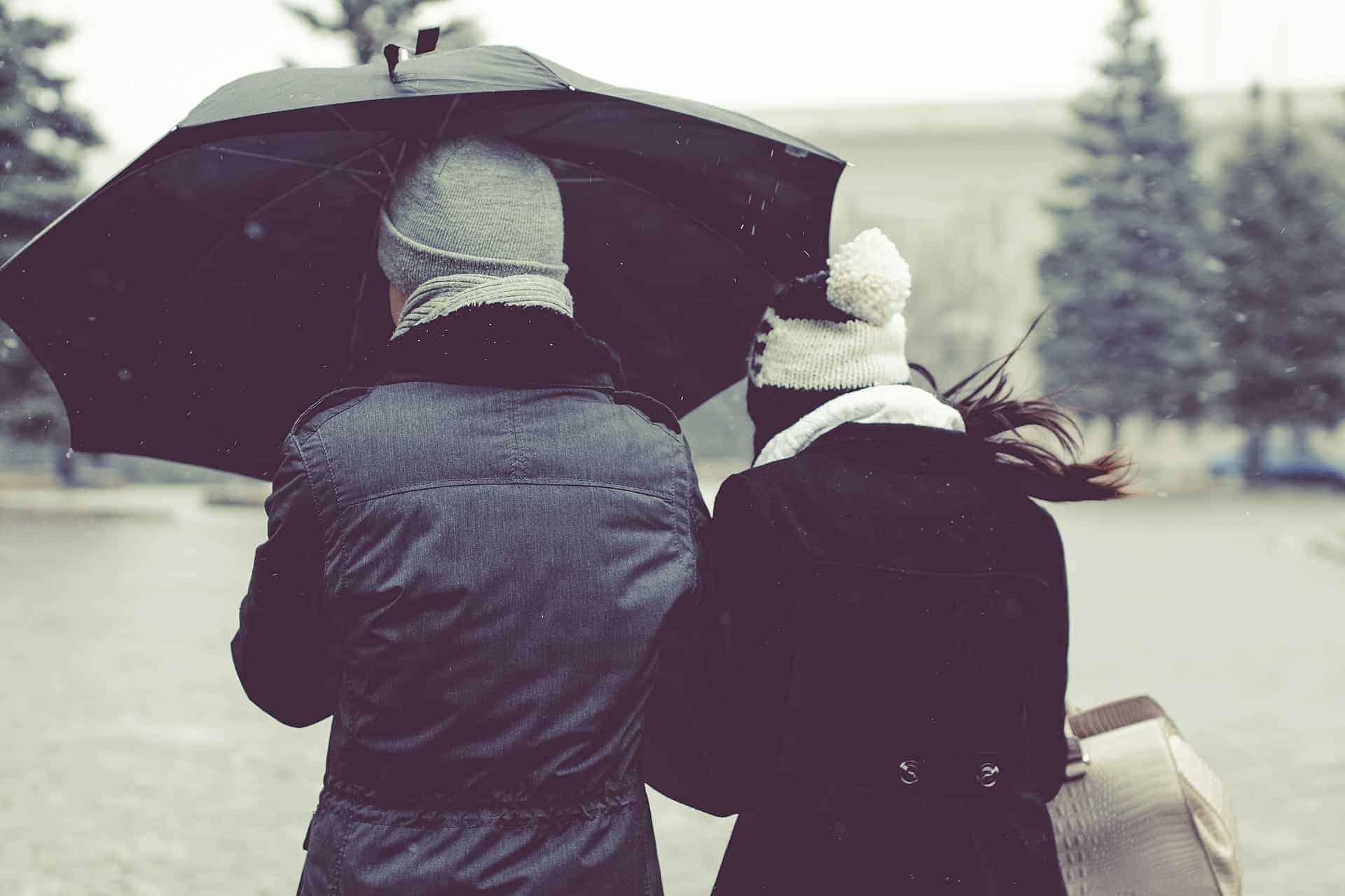 Are you looking for things to do with your partner that will bring you even closer together, whilst having fun? Read my 16 ideas for winter dates, holiday fun for couples, date nights and simple fun things to do at home. Christmas for couples - budget activities and ideas for the sporty active couples out there. #christmasgforcouples #firstchristmas #christmasdatenights #dateideas #winterdates