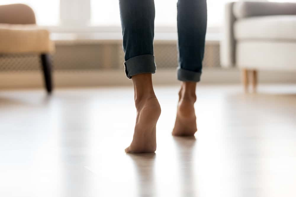 Learning feet pic positions will enable you to selling more feet pictures. Photo of lady in jeans on her tiptoes with no shoes or socks on.
